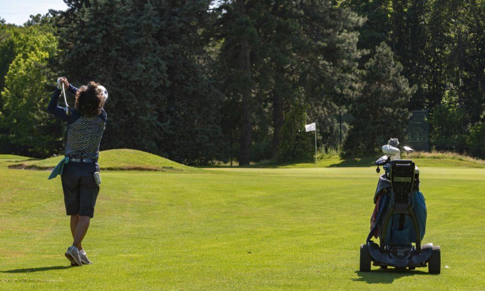 Trophée de la Parisienne, femmes, Golf, Swing, Golf de Saint-Cloud, golfeuse, approche, trou, coup, fer, green